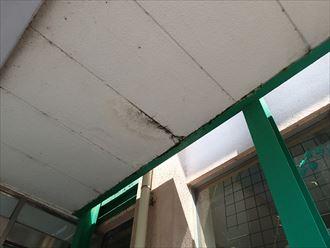 君津市 エントランスの雨漏り