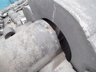 鬼瓦と棟瓦の隙間があり、雨漏りの危険