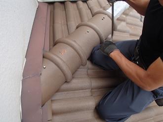 棟瓦の取り外し作業