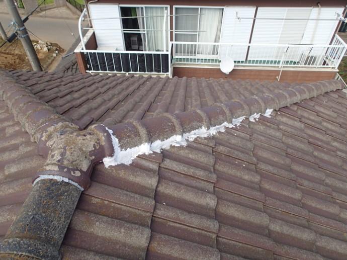 漆喰で補修されたセメント瓦屋根