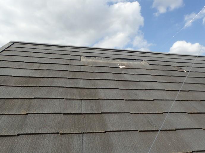 スレートが脱落した屋根