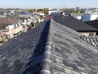 まだらな色が美しいいぶし瓦の屋根