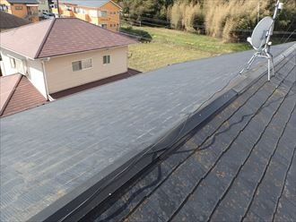 強風時に屋根から異音、原因は棟板金|袖ケ浦市