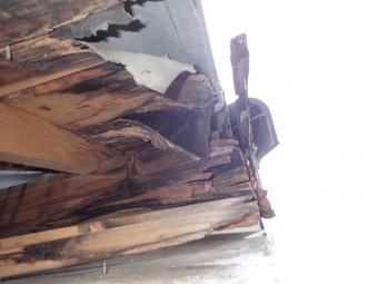 傷んだ垂木