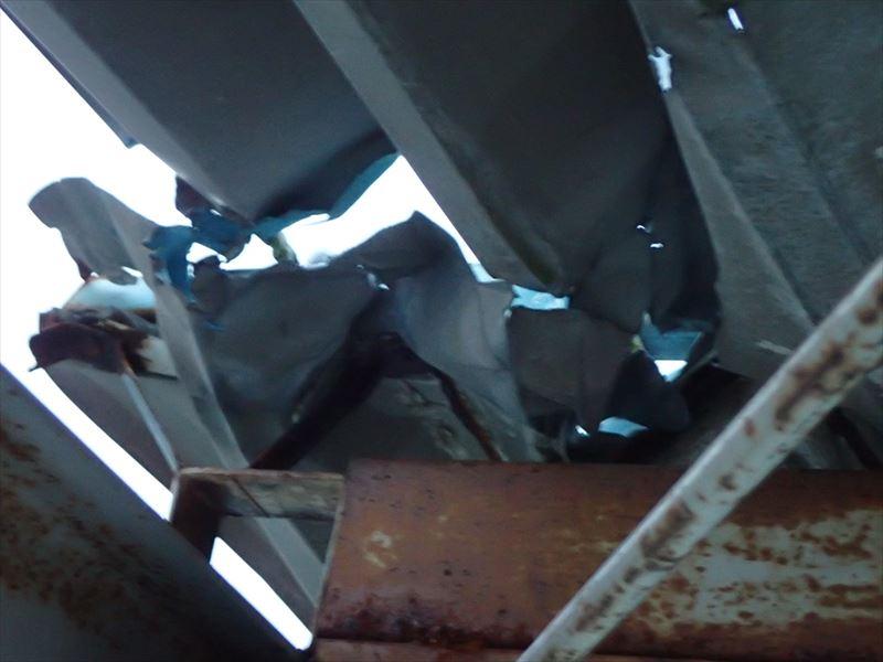 折板屋根の剥がれ、原因はタイトフレームの腐食|木更津市