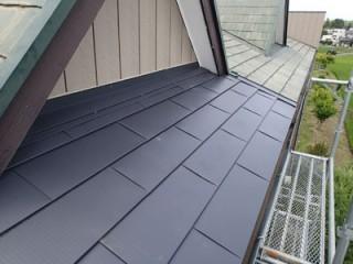 千葉市稲毛区小仲台にて屋根の一部を屋根カバー工事し、雨漏り解消アフター
