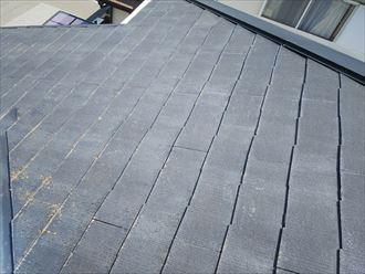 市川市本塩で行った化粧スレート屋根調査で屋根塗装の劣化により防水性や耐久性の低下