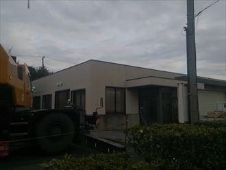 木更津市|大型倉庫の折板屋根カバー工法が着工しました