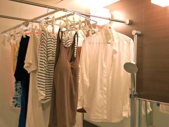 部屋干しされた洗濯物