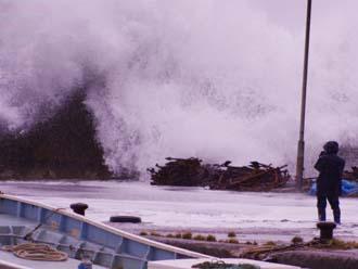台風接近時の海