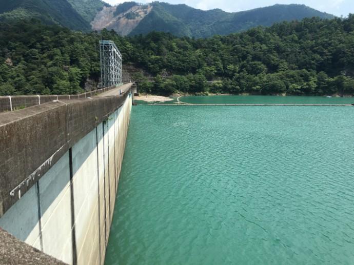ちょっと水量が少ないダム