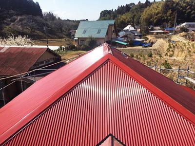 山武郡芝山町山中にて築34年、色褪せ赤錆びた金属波板をガルバリウム鋼板波板への屋根カバー工事で錆防止で長持ち!アフター