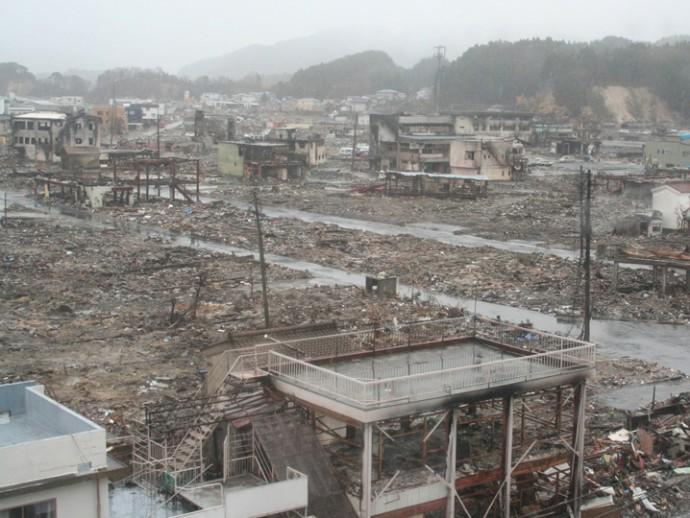 東日本大震災の津波被害の様子 災害写真データベースより引用