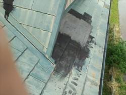 千葉市稲毛区小仲台にて屋根の一部を屋根カバー工事し、雨漏り解消ビフォー