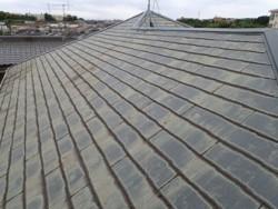 千葉市若葉区桜木で破損したコロニアル屋根を補修、屋根と付帯部の塗り替えとシーリング増し打ちを行いましたビフォー