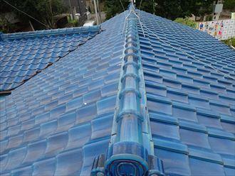 野田市今上で行った瓦屋根の漆喰調査で漆喰が剥がれて棟が歪んでいます