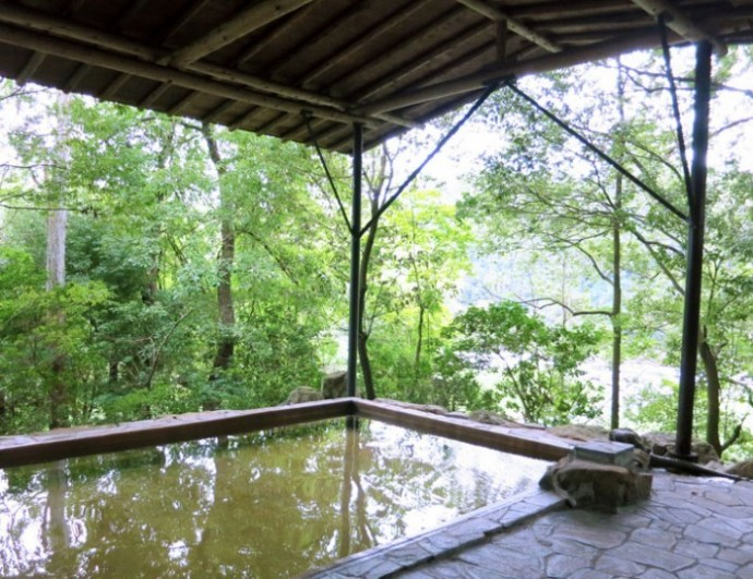 屋根つき露天風呂