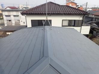 四街道市四街道でアスベストへの不安から屋根葺き替え、スレート屋根から最新の金属屋根へビフォー