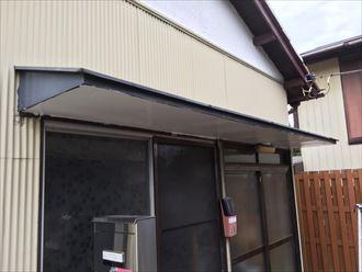 市原市の平屋戸建てで玄関上のひさしを簡易補修しました