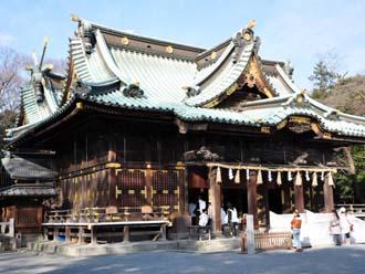 反り屋根の神社