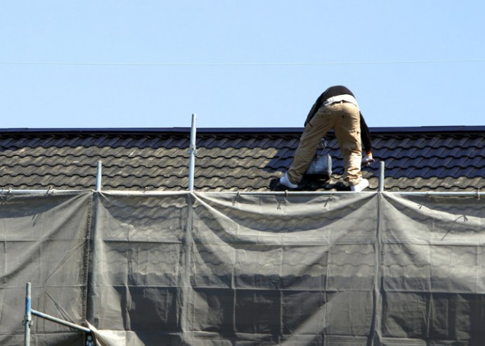 屋根塗装中