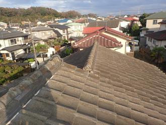 木更津市大久保にて築40年になるセメント瓦の塗装メンテナンスと棟瓦の取り直し工事ビフォー
