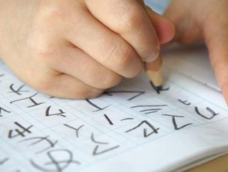 夏休みの宿題、文字の書き取り