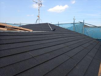 屋根葺き替え工事でジンカリウム鋼板のディプロマットを設置