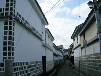 海鼠壁の建物
