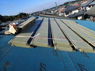 ガルバリウムの屋根に葺き替えます