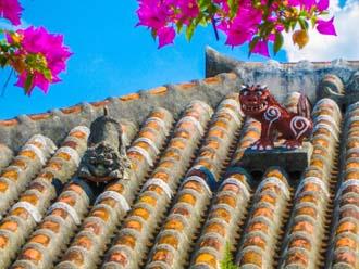 沖縄の民家の屋根