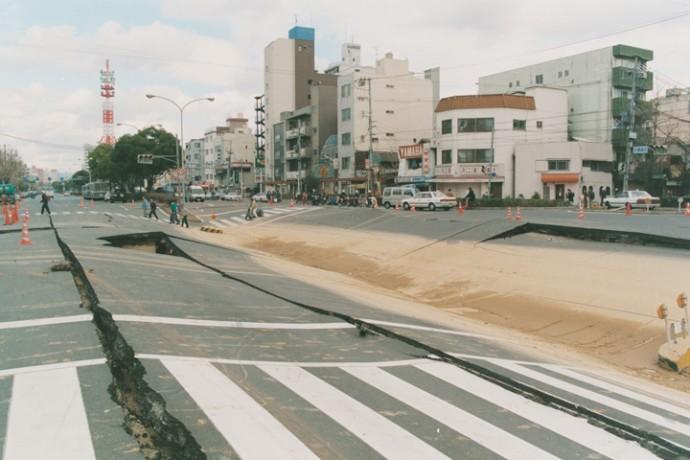 地割れした道路(画像提供 神戸市)