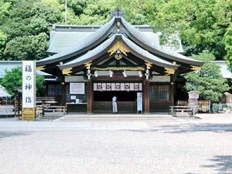 銅葺き屋根の神社