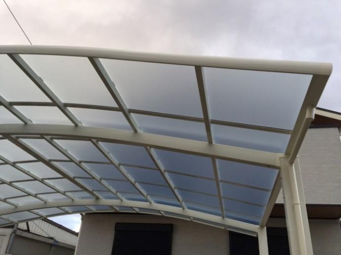カーポートのポリカ屋根
