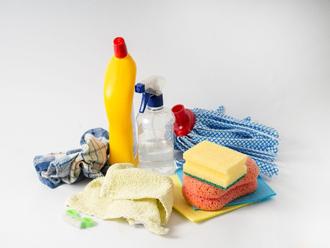 洗剤と掃除用具