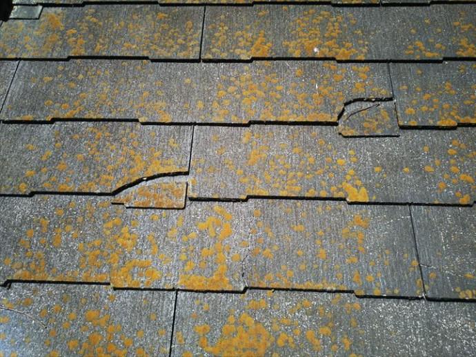 千葉市緑区土気町で行った屋根調査で屋根材のコロニアルネオに欠けや滑落等の不具合