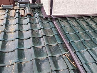 市川市須和田で台風15号の強風により瓦屋根の棟の崩れ、瓦が落下し被害が拡大する危険性があります
