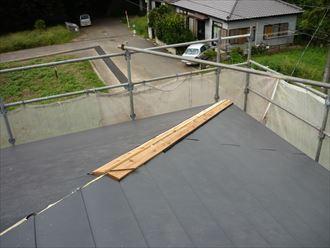 屋根をカバー工法で葺き替える005_R