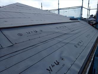 屋根葺き替え工事でケラバ水切りを設置