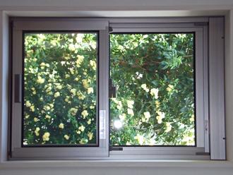アルミサッシの窓