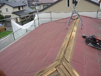 屋根をカバー工法で葺き替える003_R