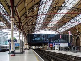 海外の駅の屋根