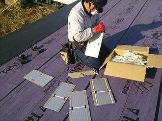 こちらは屋根カバー工法を施工中