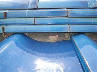 野田市今上で行った瓦屋根調査で棟の漆喰の剥がれを発見