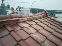 葉市中央区星久喜町にて火災保険で棟取り直し工事を実施、瓦の落下や雨漏りを回避ビフォー