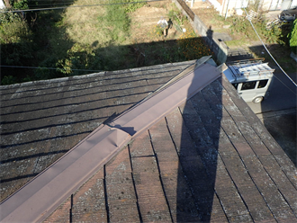 大網白里市北飯塚にて強風被害で捲れてしまった隅棟の棟板金を交換工事で改善
