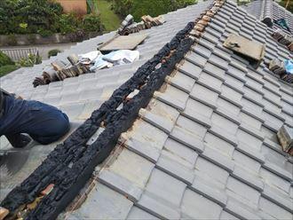 野田市船形で行った瓦屋根の棟取り直し工事で軽量シルガードで棟の土台を形成します