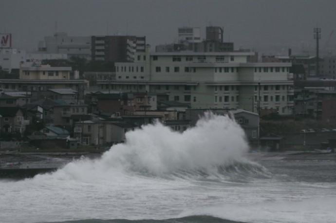 台風の荒波