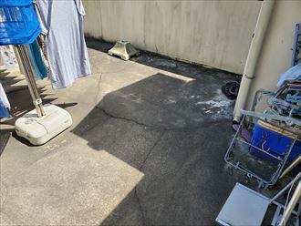 松戸市栗山で行った屋上陸屋根調査で床に亀裂を発見