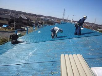 ガルバリウムの屋根材でのカバー工法